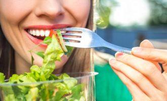 Десять неожиданных продуктов, которые вредят здоровью зубов