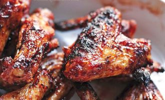 Курица на гриле с остро-сладким соусом