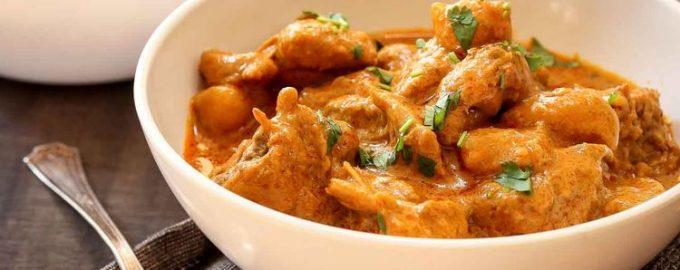 Простой рецепт куриного цыпленка с картофелем и карри.